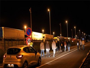 1,500 migrants attempt to enter Eurotunnel, 1 dead