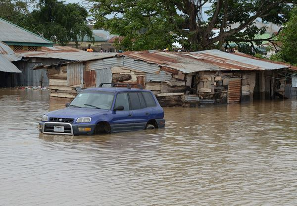 Flood submerge houses, kill 8000 chickens in Benin city