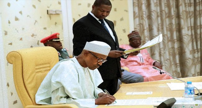 Full Details: Buhari signs Executive Order to seize assets of corrupt persons