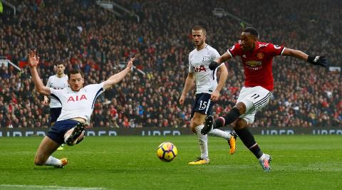 Anthony Martial scores for Manchester United against Tottenham