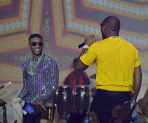 "#WizkidTheConcert: Wizkid performs ""FIA"" on stage with Davido"